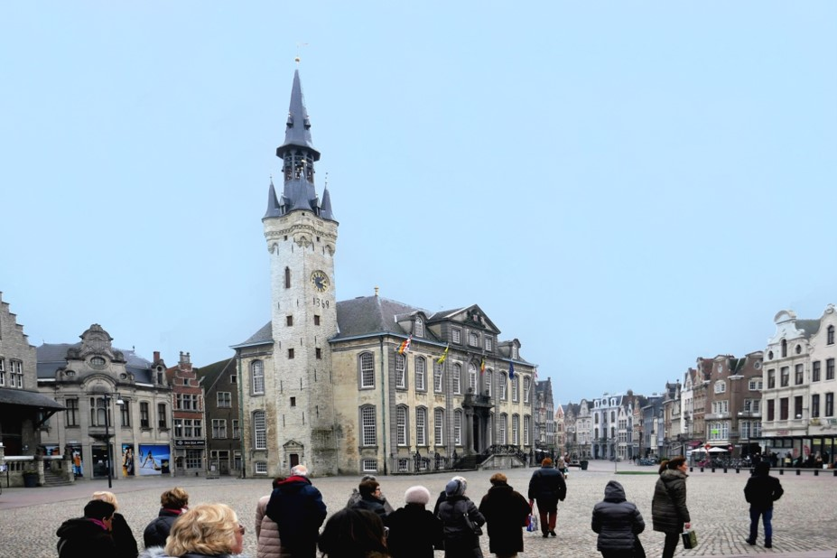 Liers : Grand - place - Beffroi gothique