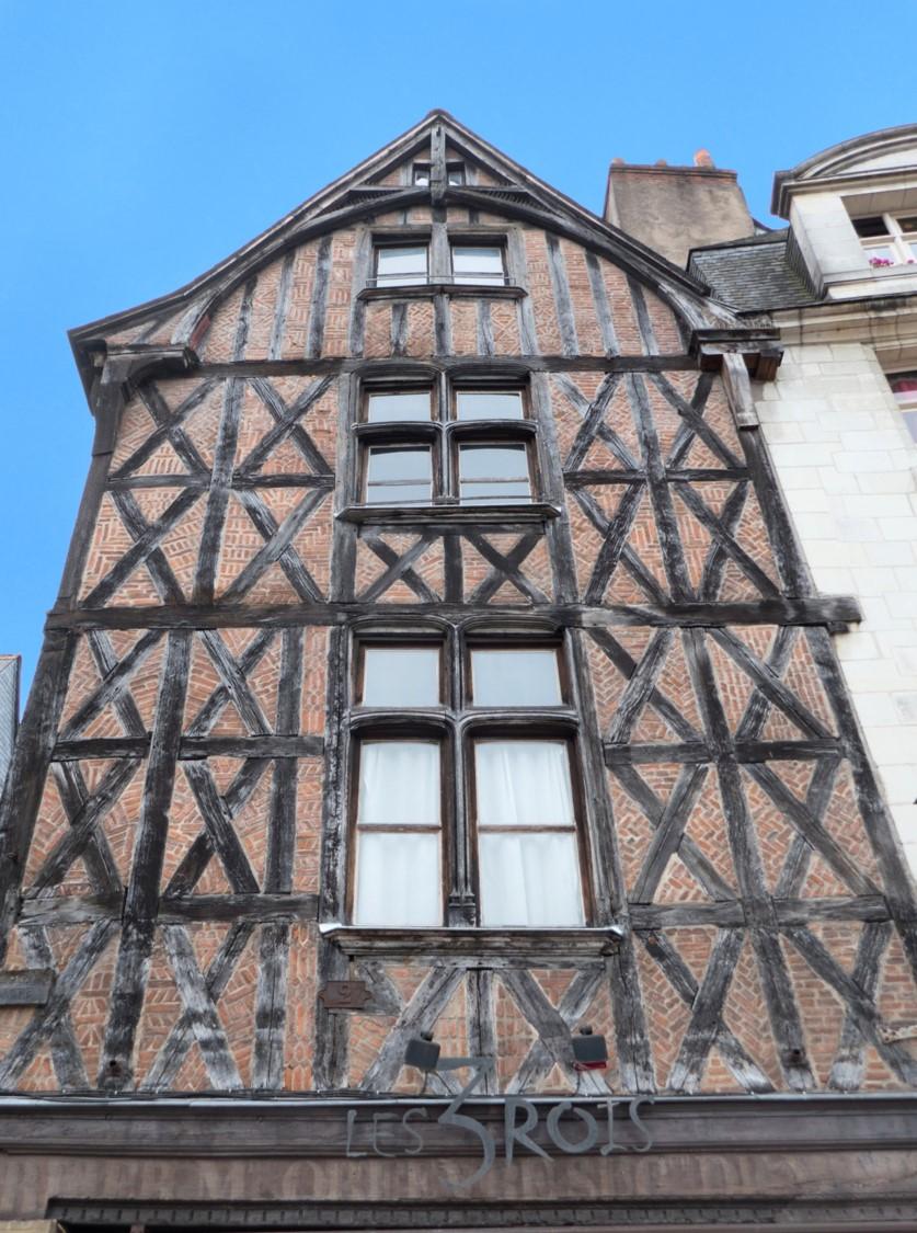 Maison traditionnelle à pans de bois en croix de Saint-André