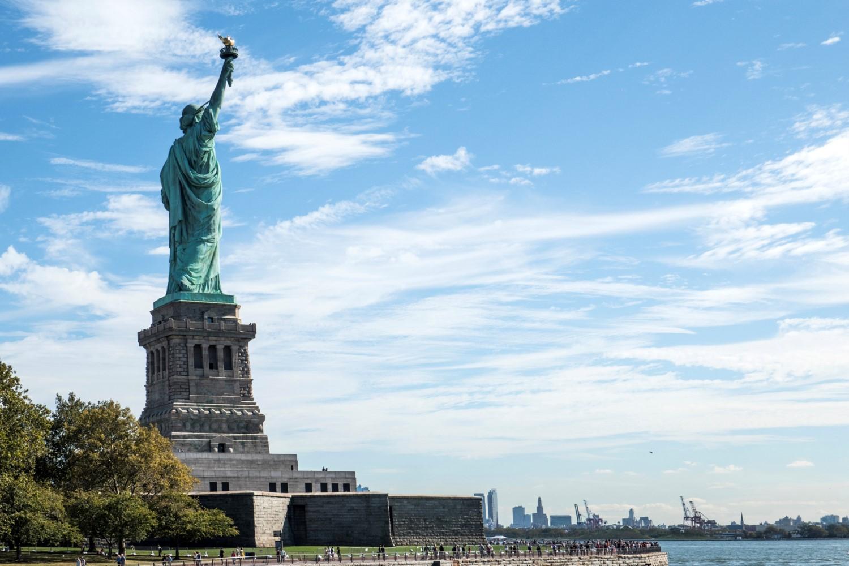 La Liberté éclairant le monde (93 m de haut)
