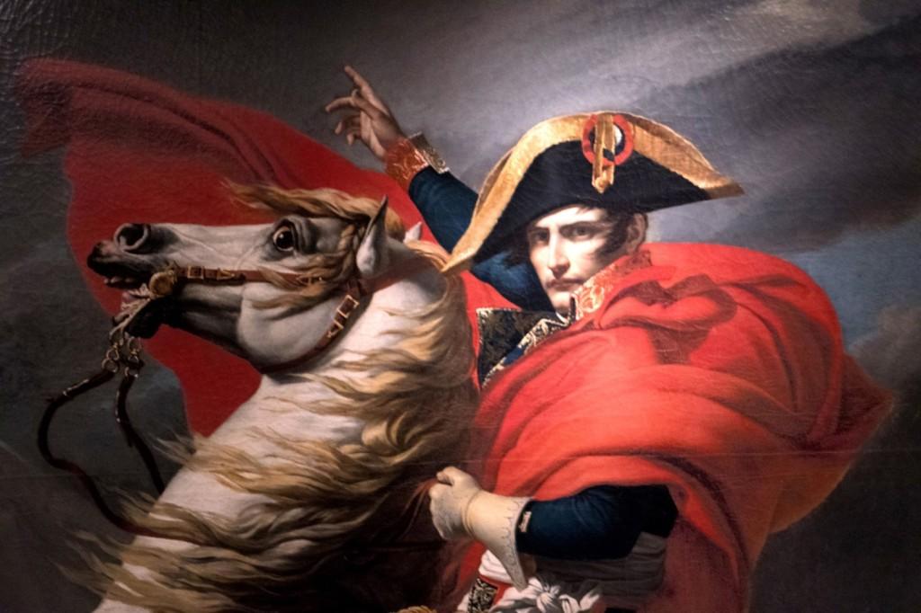 DAVID : Bonaparte franchissant le col du Grand Saint-Bernard : 1800 (après le coup d'Etat de 1799) «calme sur un cheval fougueux»