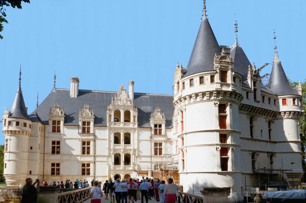 Azay-le-Rideau (1518-1523) - plan en L : château inachevé
