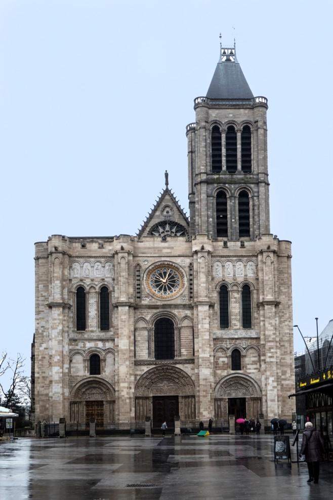 L'actuelle basilique de Saint-Denis construite sur la tombe de Saint-Denis : 1847 : Viollet-le-Duc démonte flèche et tour nord dégradées