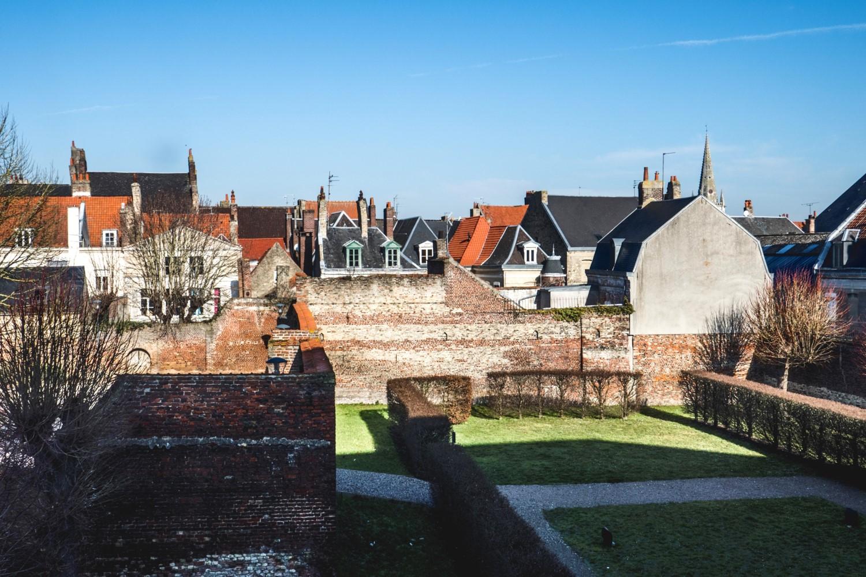 Saint-Omer : du jardin du musée Sandelin au clocher de l'église du Saint-Sépulcre (XIII-XIVème siècles)